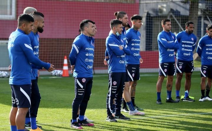 La selección de Chile, con Vidal y Medel, entre otros. (@LaRoja)