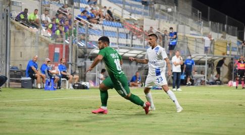 Muhammad Abu Fani precedes Adrian Rochet (Nissan Aish)