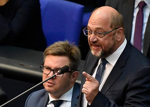 Maaßen-Beförderung: Schulz attackiert Seehofer
