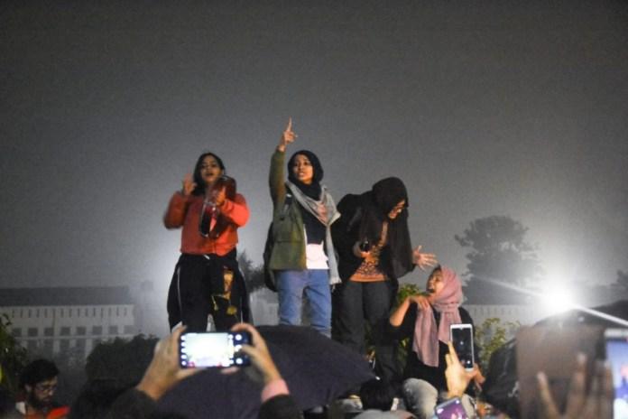 Image result for muslim ladies against caa