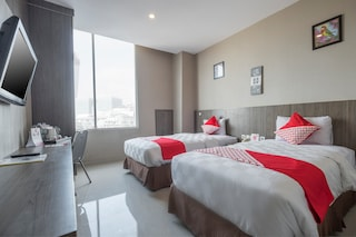 Hotels In Lynt Hotel Makassar With Parking Facility
