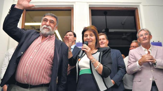 Patricia Bullrich y Claudio Bargach en abril de 2016 al anunciar la incorporación al partido Unión por la Libertad.