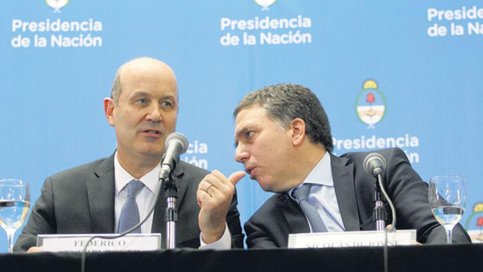 Federico Sturzenegger y Nicolás Dujovne presentaron los términos generales del programa.