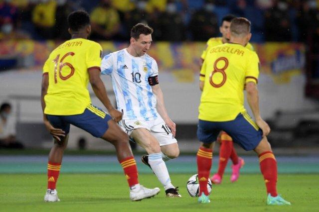 Argentina y Colombia empataron 2-2 por las Eliminatorias, en junio (Fuente: AFP)