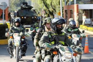 La capital vió una masiva presencia militar hasta la madrugada.