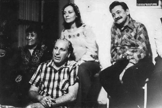Haroldo Conti junto a Marta Scavac y el escritor uruguayo Mario Benedetti.