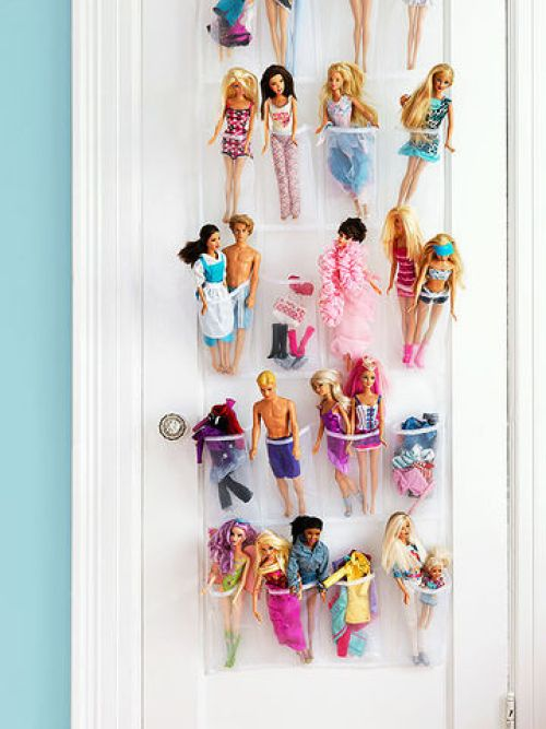 25 ingenious ways to use shoe bags (but not for shoes)! Keep Barbie dolls organized