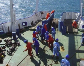 The crew of the vessel 'Pacific Guardian' recovers a cable for repair to restore telecom links across the Atlantic. Credit: Global Marine Systems