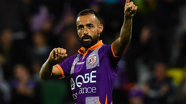 Diego Castro has signed a new deal with Perth Glory.