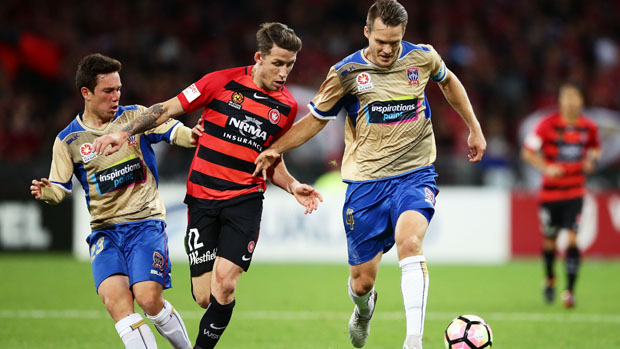 Scott Neville has signed a three-year deal with Perth Glory.