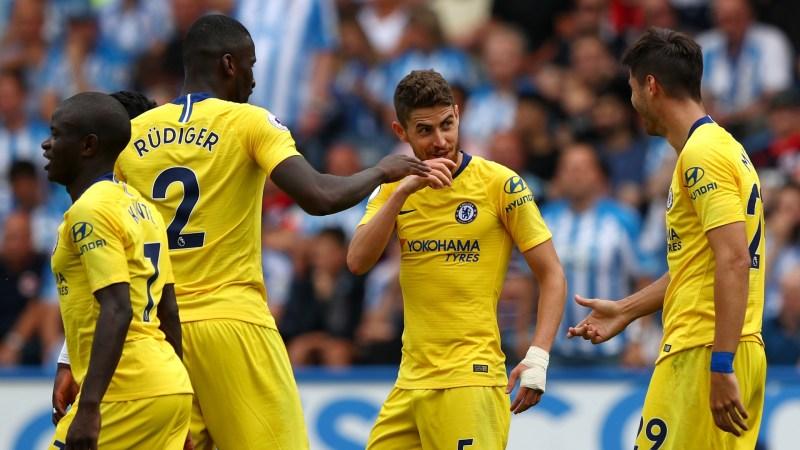 Chelsea celebrate vs Huddersfield
