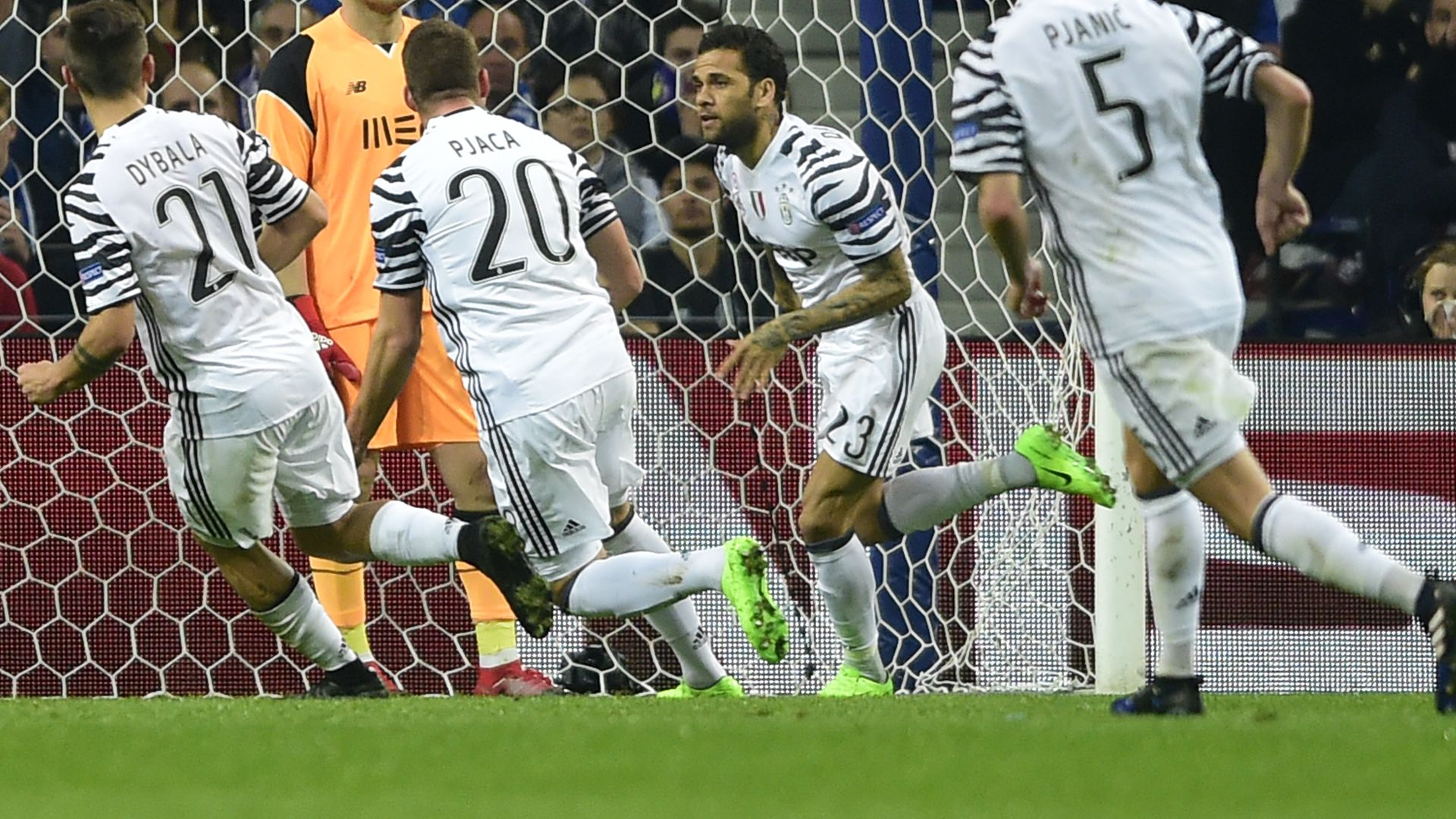 Dani Alves Porto Juventus Champions League
