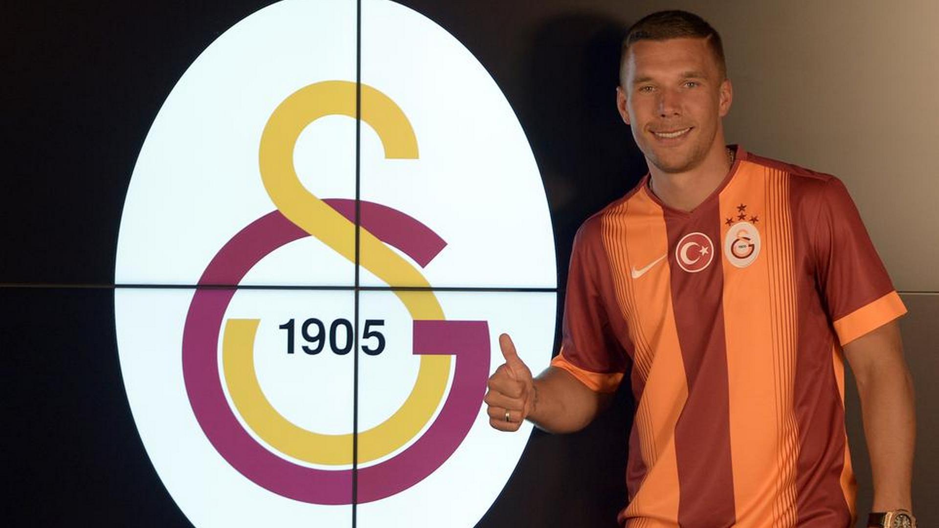Oficial! Podolski assina por três anos com o Galatasaray