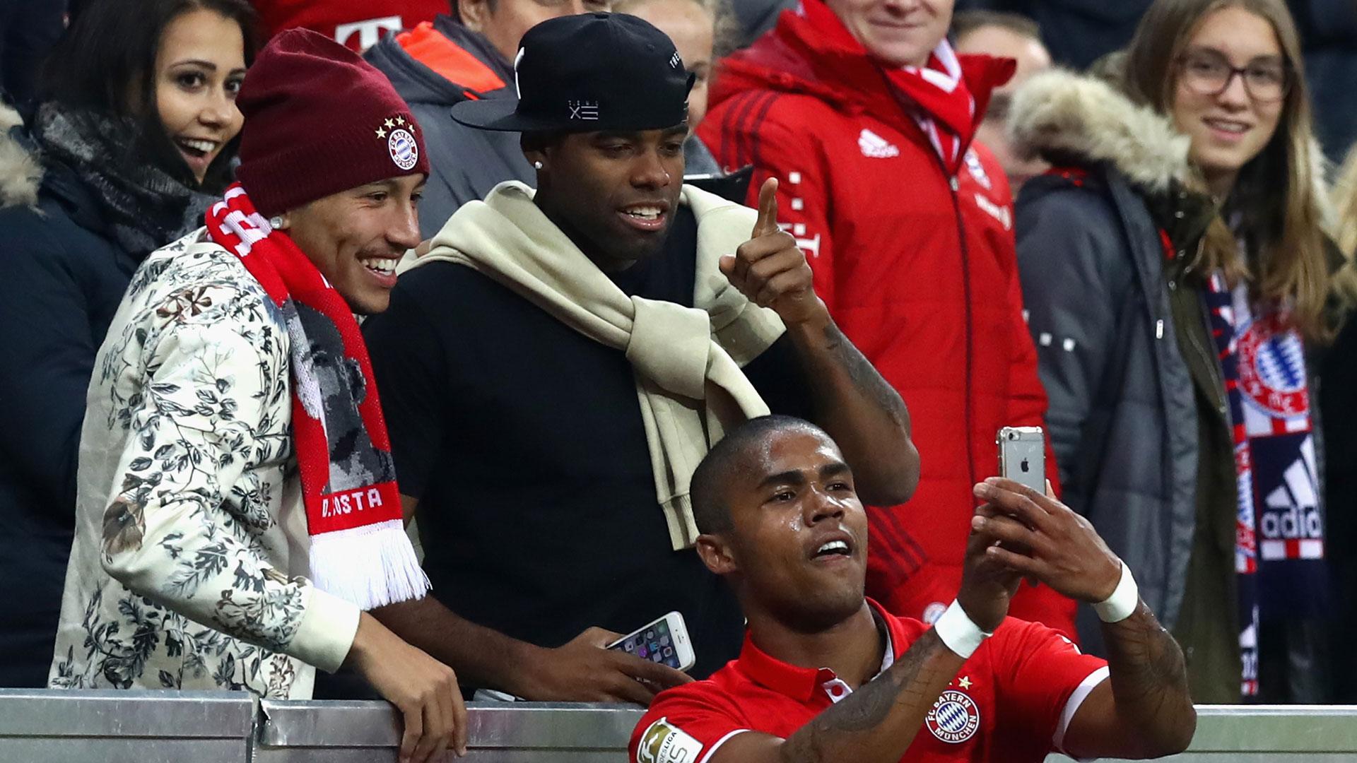 Neuer, Müller e Rummenigge comentam selfie de Douglas Costa