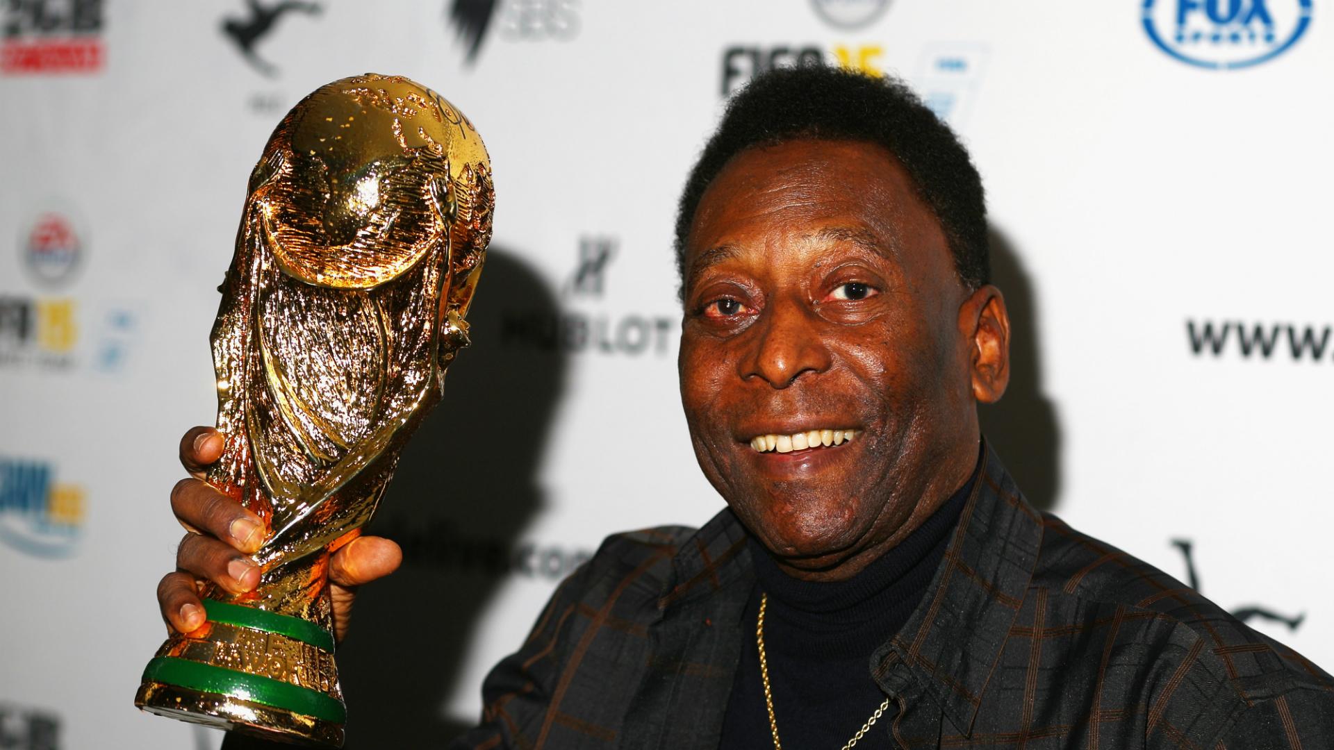 Pele back in Brazil after hospital stay in Paris