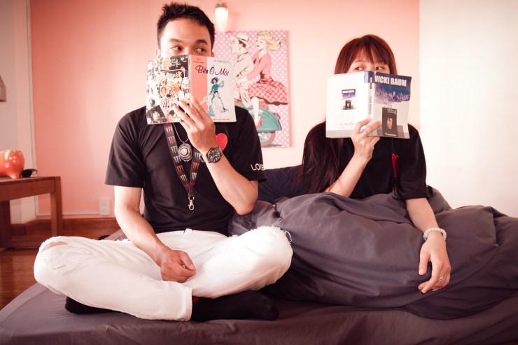 Ilustrasi: Baca buku bersama.