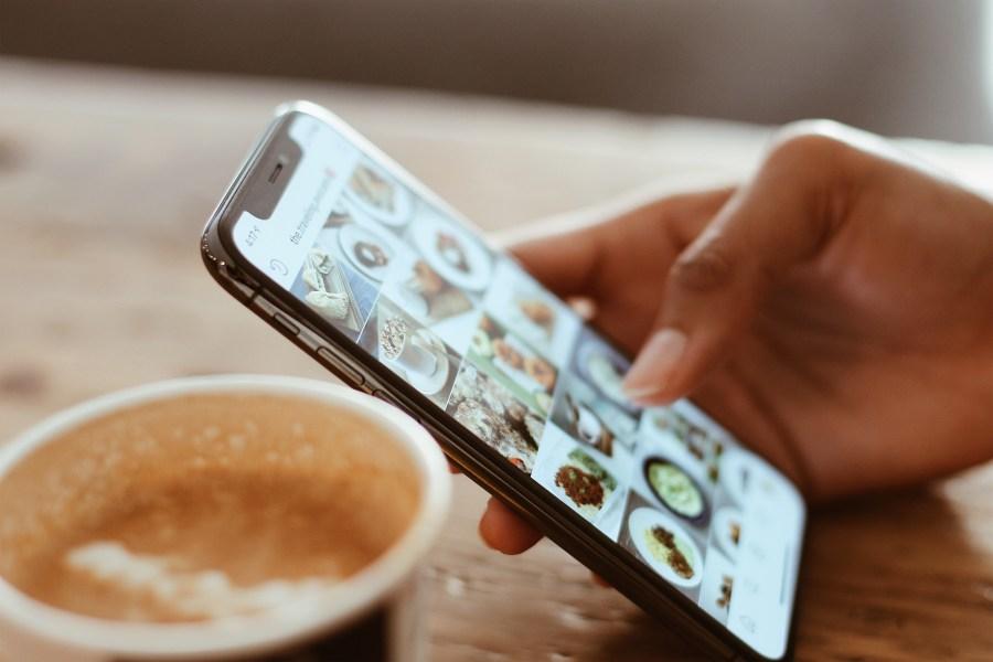 Desactiva redes sociales del móvil a la hora de teletrabajar en casa