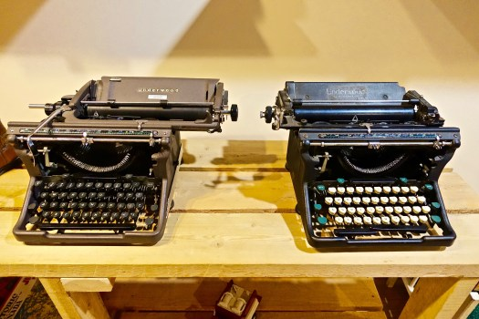 4k Hd Wallpapers Black Vintage Typewriter 183 Free Stock Photo