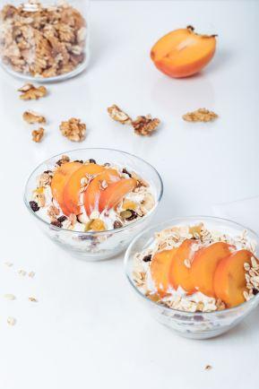 Frutta A Fette In Ciotole Di Vetro Trasparente