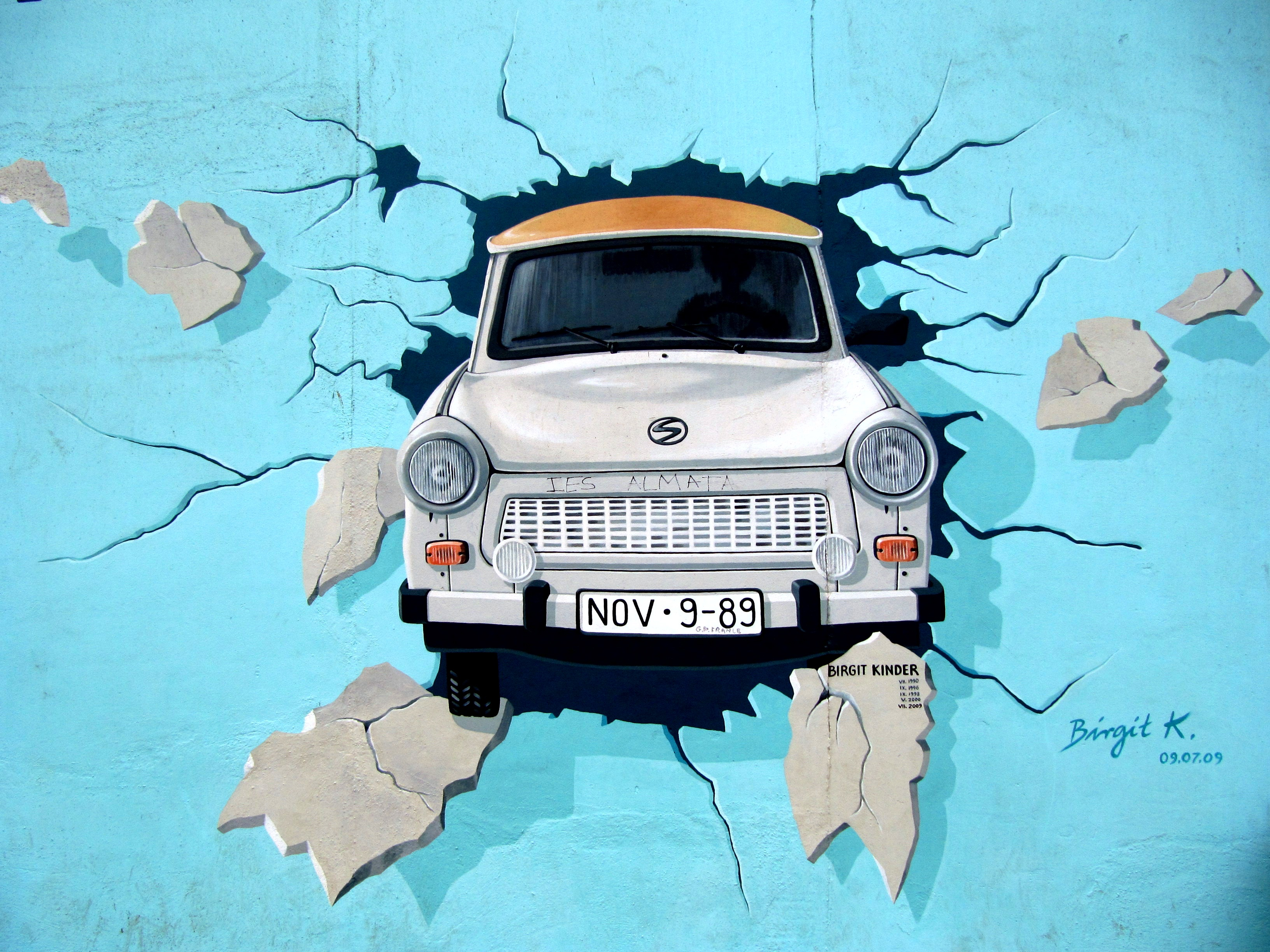 Best Car Wallpapers Hd Download White Car Crash In Blue Wall Signature Painting 183 Free