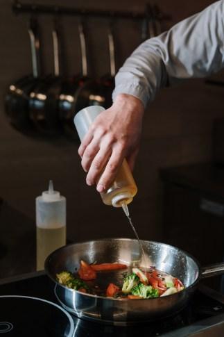 Immagine gratuita di bottiglia, chef, condimento