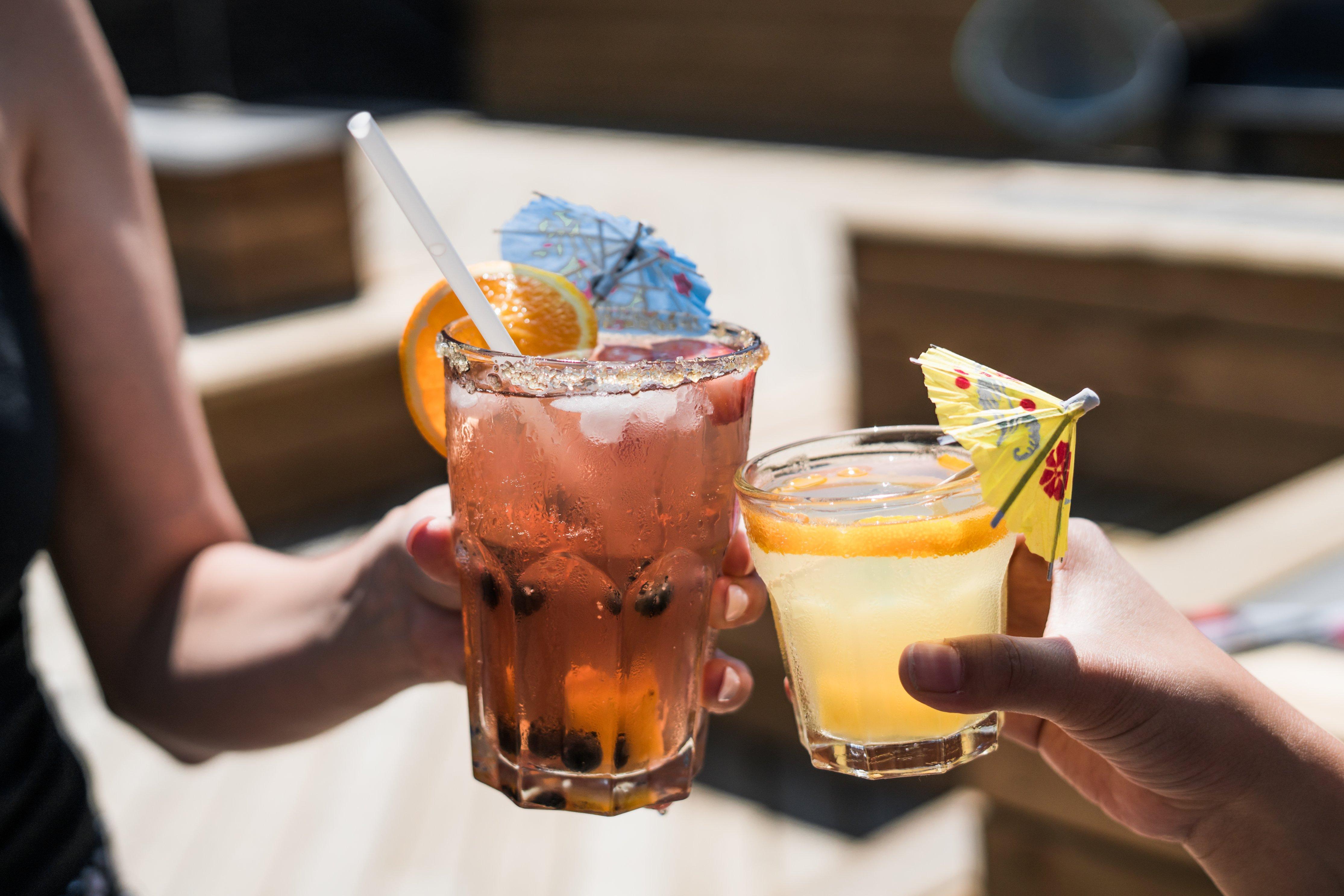 アルコール、アルコール、バー