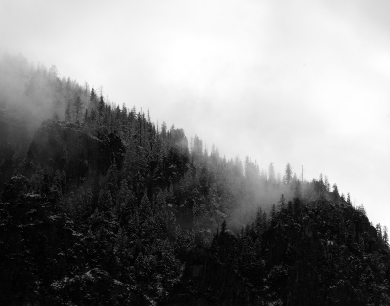 Fall Pc Wallpaper Free Aerial Photo Of Foggy Black And White Mountain 183 Free