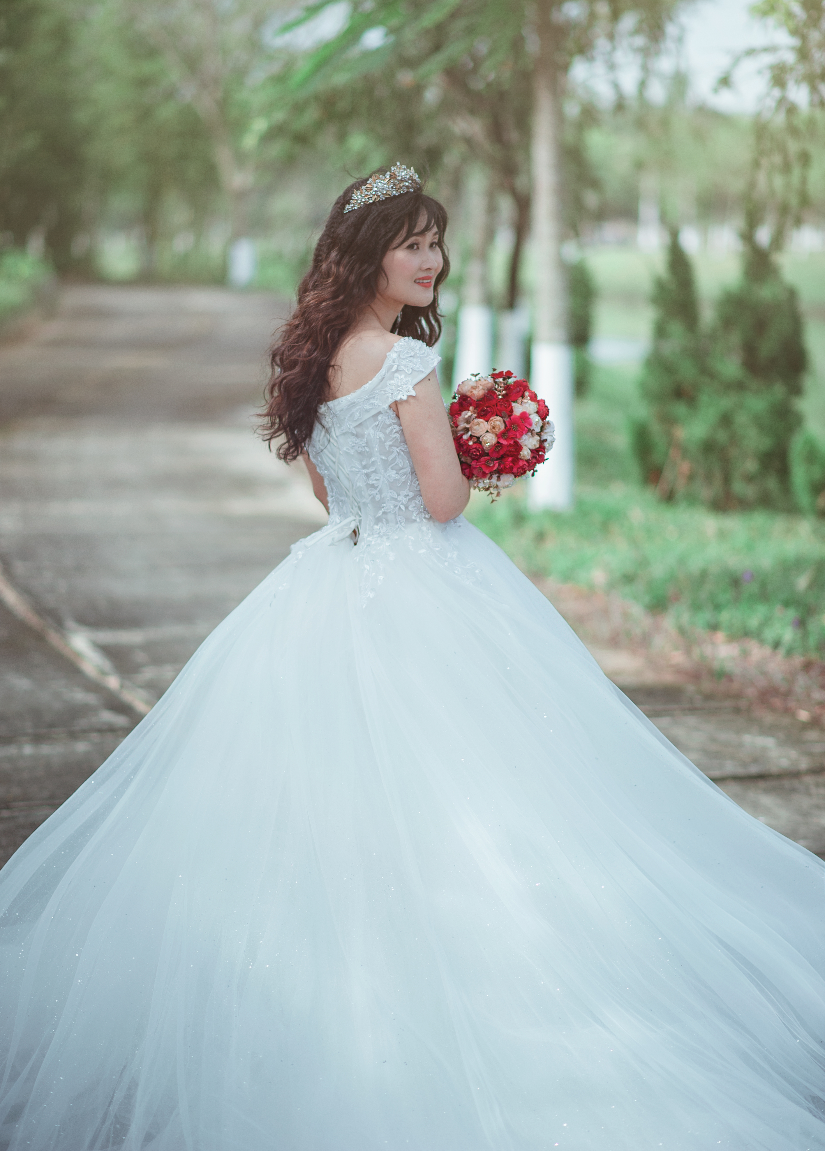 Bridal Girl Wallpaper Woman In White Strapless Sweetheart Wedding Dress With