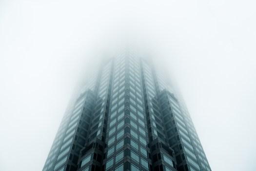 Foto de ángulo bajo de High Rise Building
