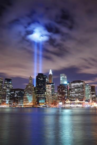 Foto new york skyline manhattans bei nacht a New York  367x550  Autore Sven Herrmann