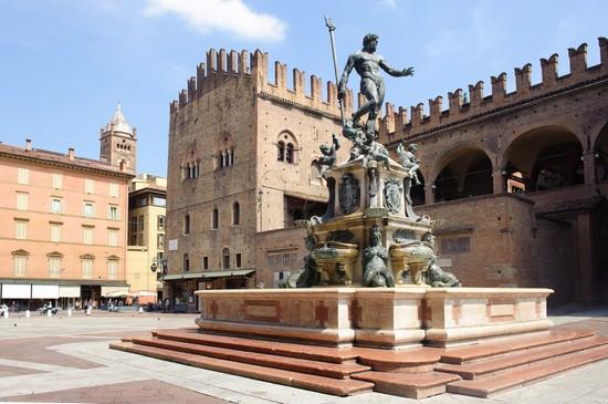 Foto bologna piazza nettuno a Bologna  550x365  Autore