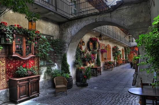 Foto Un vicoletto del quartiere ebraico Kazimierz a Cracovia  550x364  Autore Alessandra Banolli