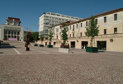 Foto Piazza XX Settembre a Pordenone 425x290 Autore