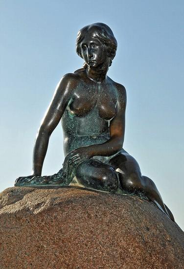 Foto Statua della Sirenetta a Copenaghen  376x550  Autore Redazione 2 di 3
