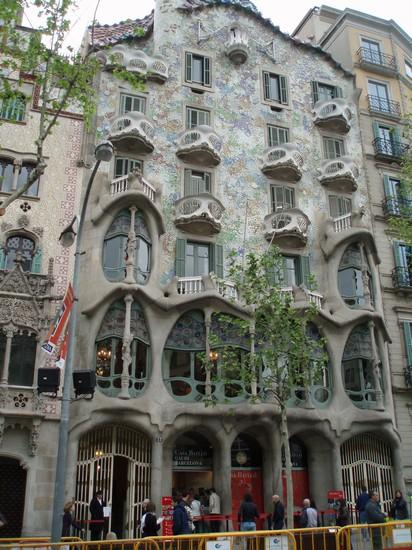 Foto casa Batllo di Gaudi a Barcellona  412x550  Autore dante simonazzi