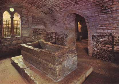 Foto Tomba di Giulietta a Verona  415x293  Autore