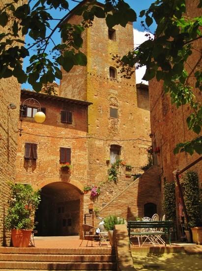 Foto Primavera in Toscana  borgo medievale di Certaldo Alto FI a Certaldo  411x550  Autore CLAUDIA CORTI 5 di 5