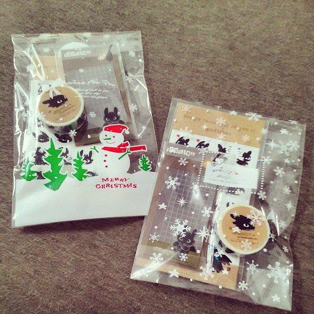 原若 森 說 https://i0.wp.com/images.plurk.com/1vPXuKt6vx1vWBHQFiXapA.jpg 只不過去買包裝吊飾用的自黏袋 ...就...不小心手滑了12月份 ...