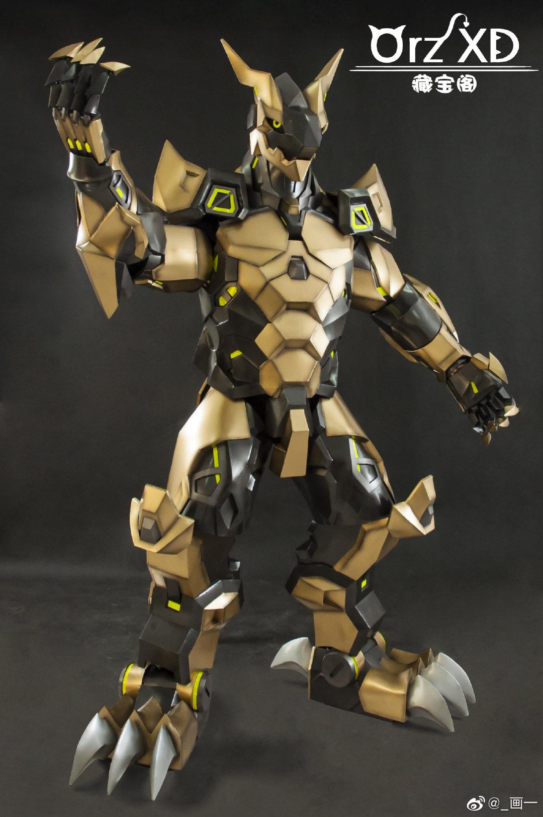 雲霖☁ - 這蜥蜴人盔甲超讚的欸 等一下!這這這不是模型 Source: 星河杰 on Twitter - Plurk