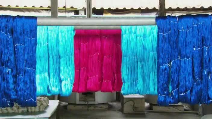 Schooltv Hoe wordt zijde gemaakt  Van zijderups tot
