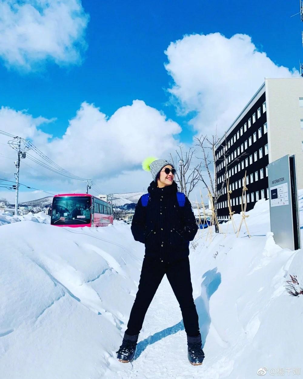 楊千嬅6歲兒子青出於藍!一家三口飛北海道滑雪 寫意享受家庭樂! | PopLady