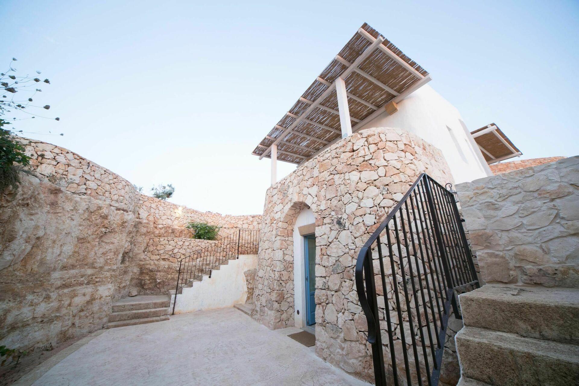 Trullo Torre Suda Villa vacanza a Torre Suda Salento Puglia  8 letti in 4 camere da letto