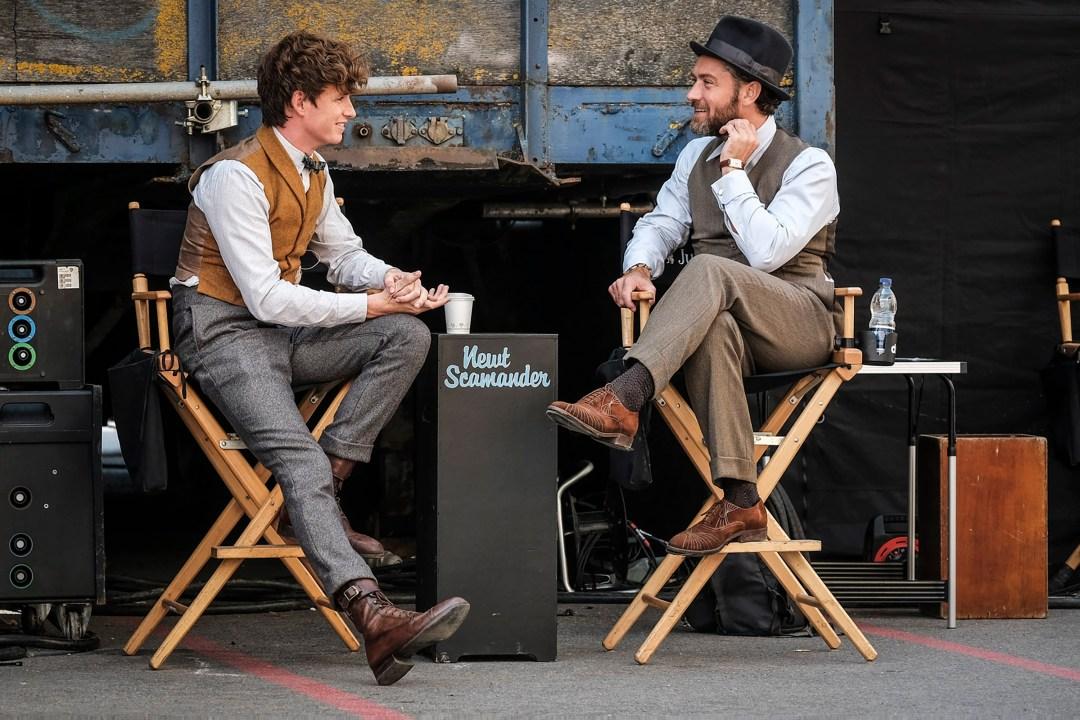 Eddie Redmayne and Jude Law behind the scenes of Fantastic Beasts: Crimes of Grindelwald