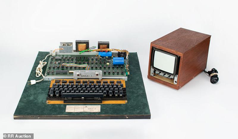 un ordinateur apple 1 concu en 1976