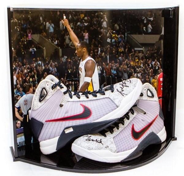 Online Sports Memorabilia Auction Pristine