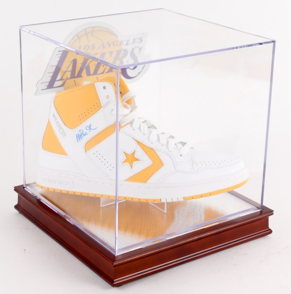 Online Sports Memorabilia Auction Pristine