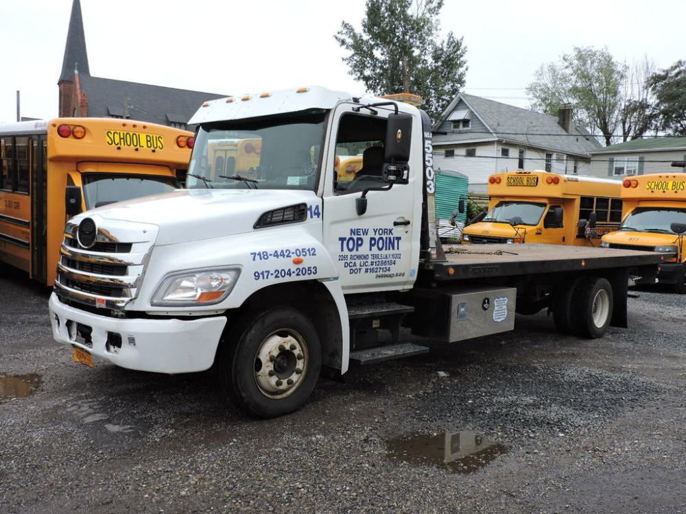 medium resolution of 2011 hino 268 roll back tow truck