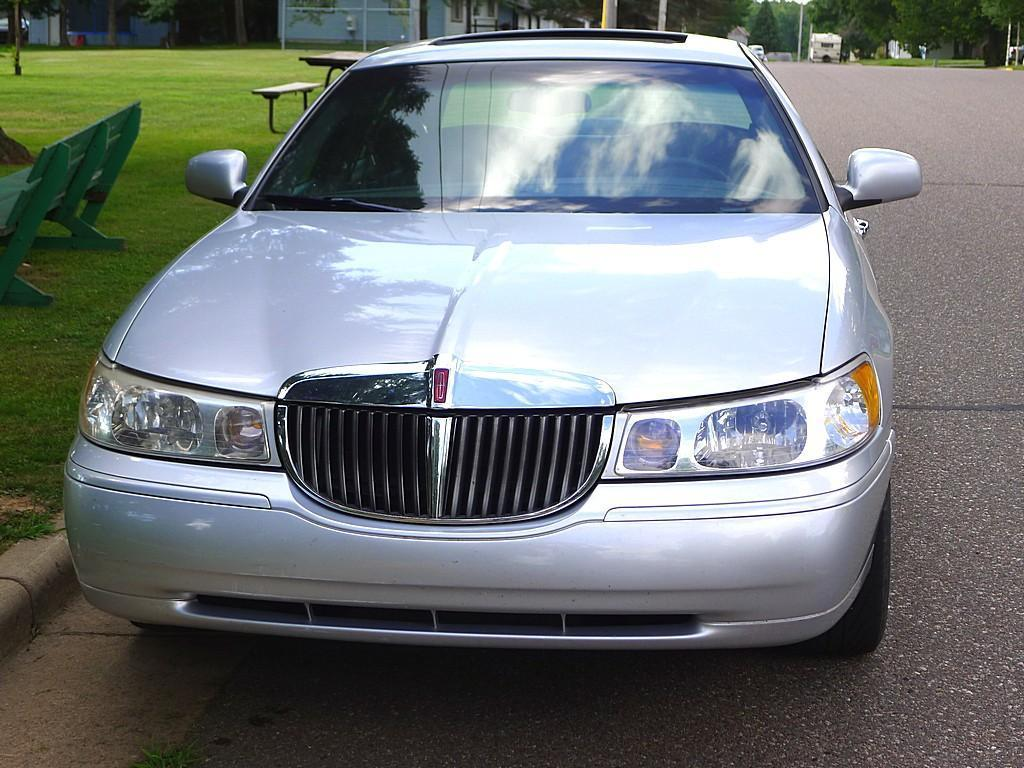 hight resolution of  heated 1999 lincoln town car signature series touring sedan with leather interior sun roof