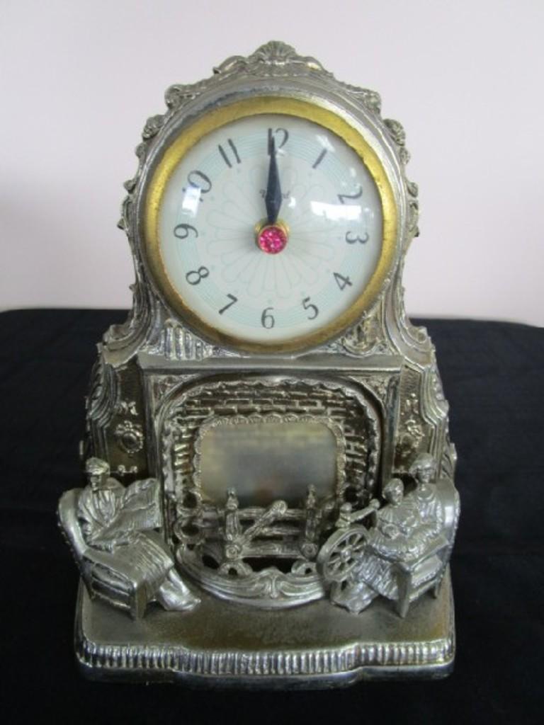 United Clock Corp : united, clock, United, Clock, Corp,, Brooklyn, Mantle, Clock,, Model, No.422, Metal, Vintage, Family, Scene, Estate, Personal, Property, Online, Auctions, Proxibid