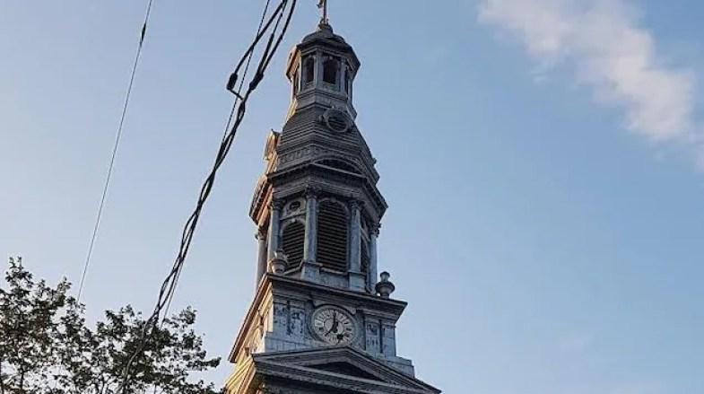 Tintamarre de clochers et de sirènes pour les travailleurs de la santé à Noël